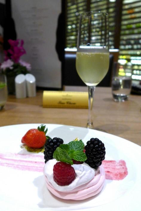Dessert - Strawberries Pavlova