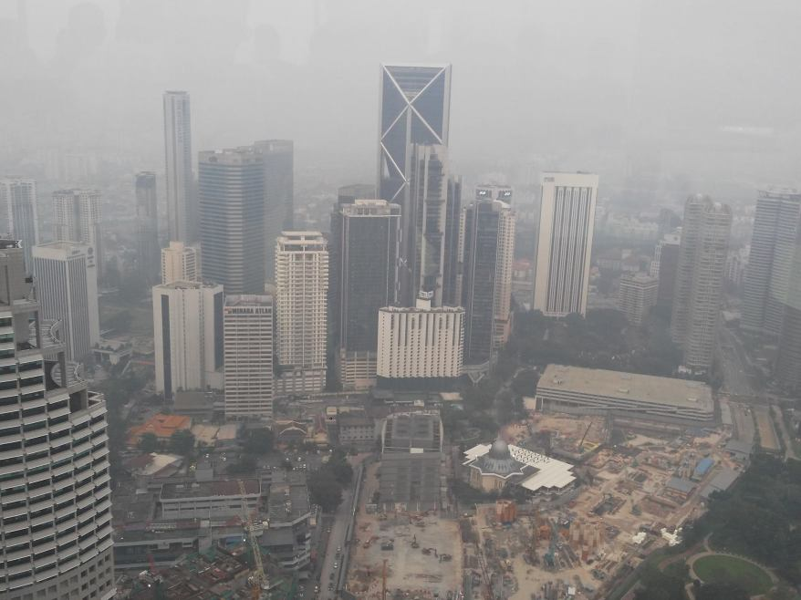 Unfortunately there was a bad haze that evening and all we could see out of the windows was this very gloomy view