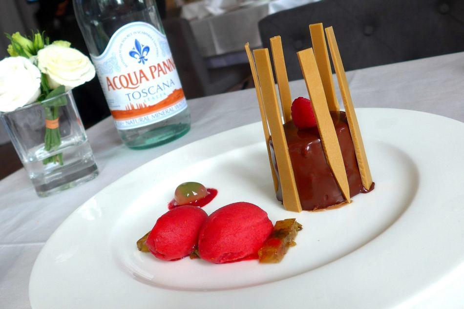 Dessert -Mousse Deivara, Coeur De Framboise, Gelede Chrysantheme, Spherede Mojito, Sorbet Framboise