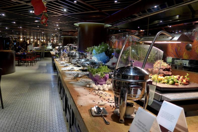 The 100 meter long buffet