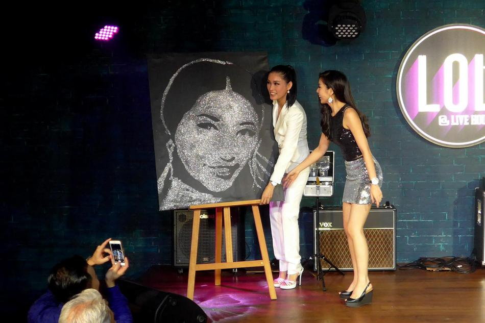 Pretty magician and artist Pinky Loo drew a portrait specially for Amber in 5 minutes