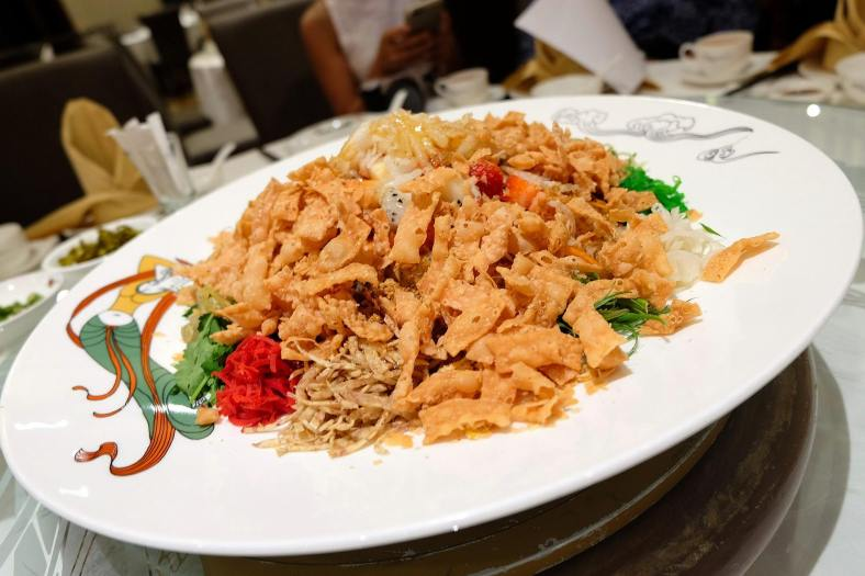 The meal started off with the must-have yee sang of course
