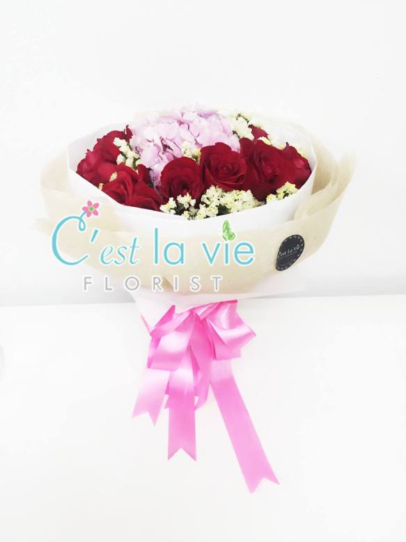 Round Bouquet with Hydrangeas (12 stalks of roses) - RM228.00