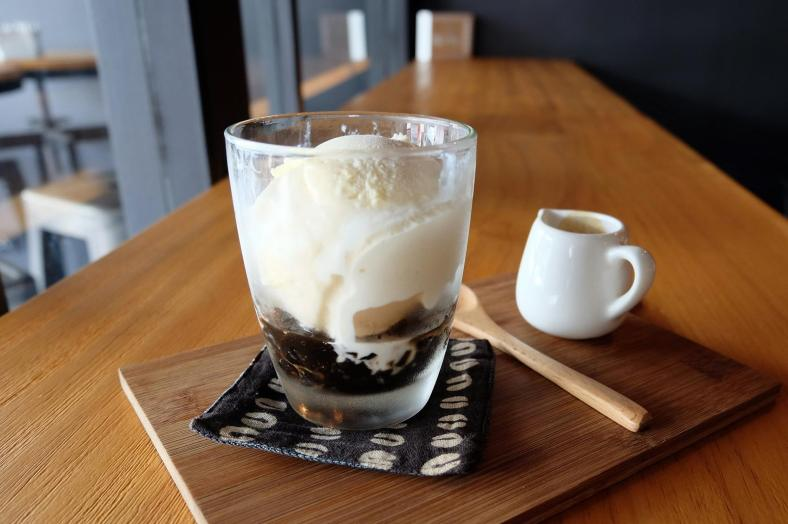 "Smooth Criminal - RM16.00 - ""it'll steal away your sorrows and kills all your worries"" - Haagen Dazs Vanilla Ice Cream + Special Jelly + houseblend espresso"