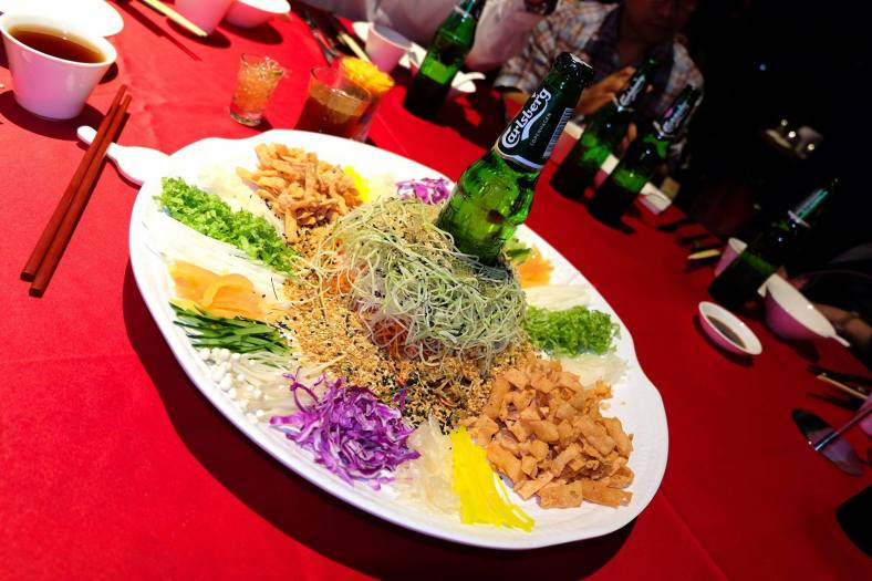 We were served a delicious dinner infused with Carlsberg including this special Carlsberg yee sang topped with jelly made out of Carlsberg!