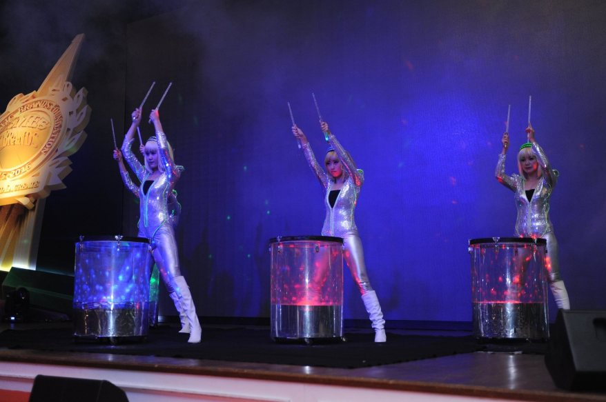 A rousing water drum performance to start off the night