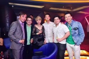 Cher Ng and Winnie Loo with friends