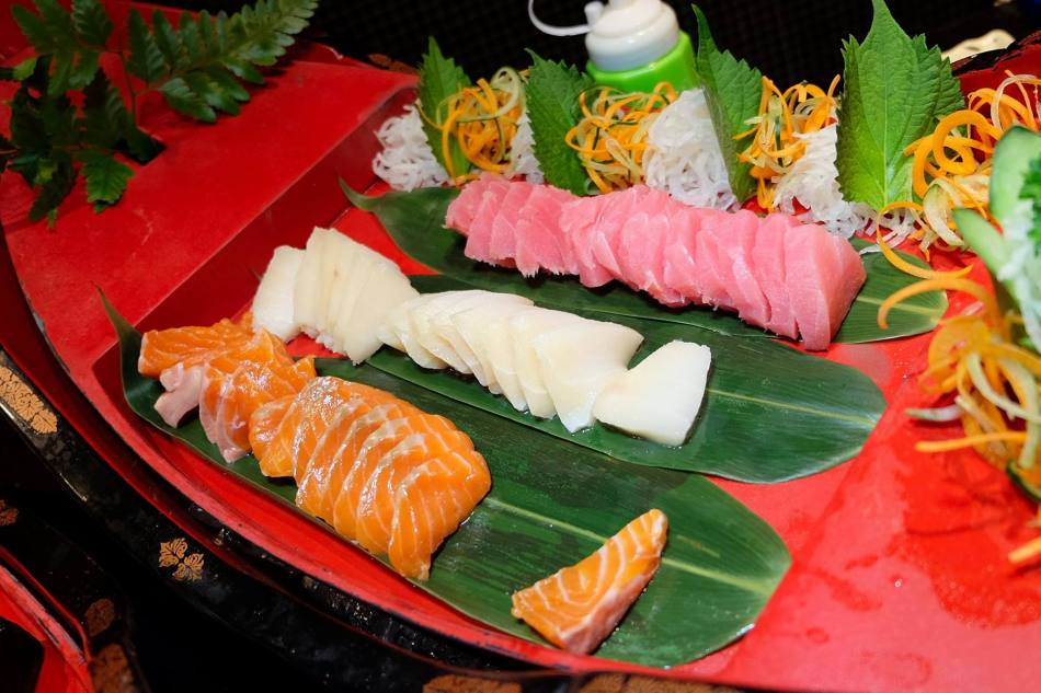 Sashimi which is constantly refilled