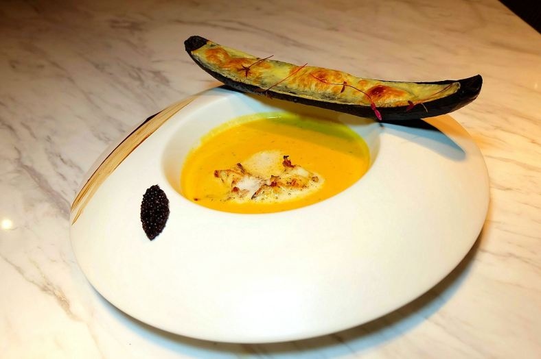 Bisque di Aragosta - Milky Foamed Lobster Bisque served with Cheese Bread - RM65