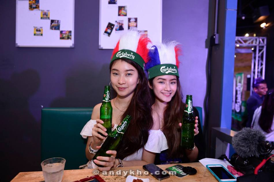 Mon and Jean enjoying their ice-cold Carlsberg