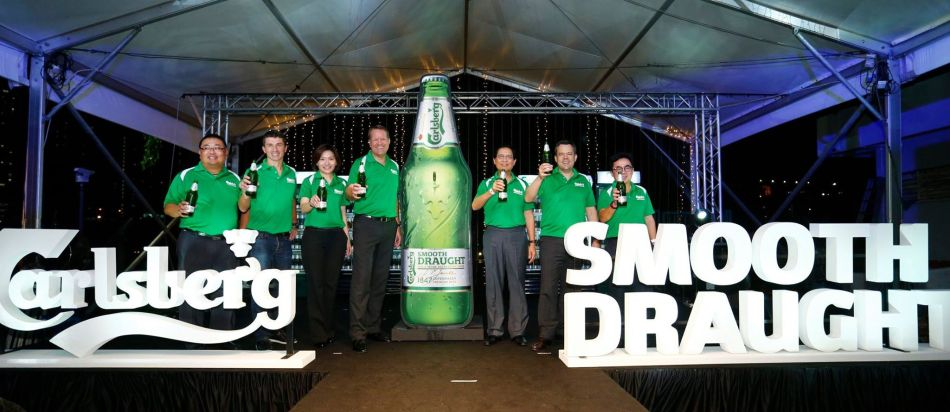 The Carlsberg Malaysia management team officially launching Carlsberg Smooth