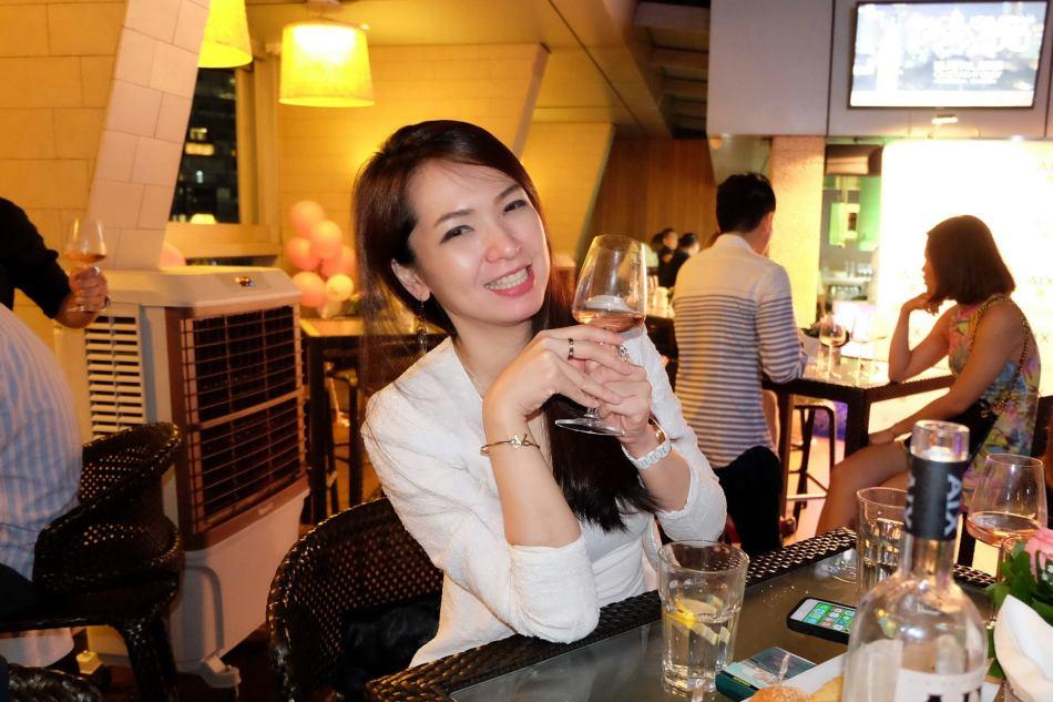 AIX Rose Wine Tasting Skybar Traders Hotel (2)