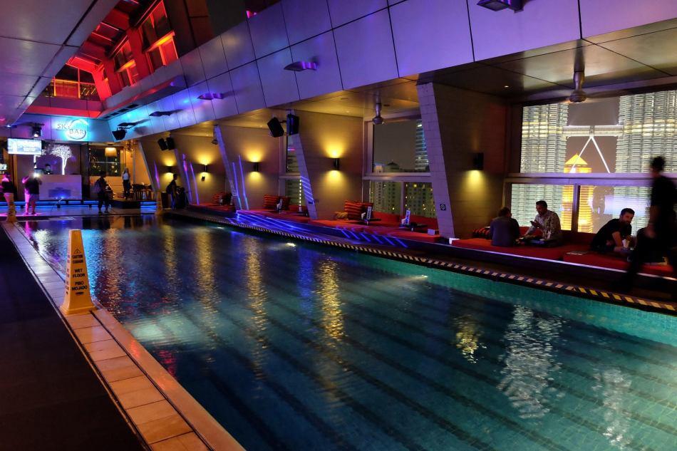 AIX Rose Wine Tasting Skybar Traders Hotel (4)