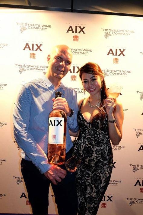 Evonne with Sake Weimaof Maison Saint AIX