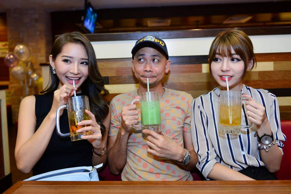 And don't forget to wash down everything with some bottomless drinks from the fountain! Here's Andy Kho our photographer with Crystal and Miko.