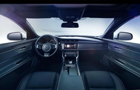 Jaguar XF Prestige (3)