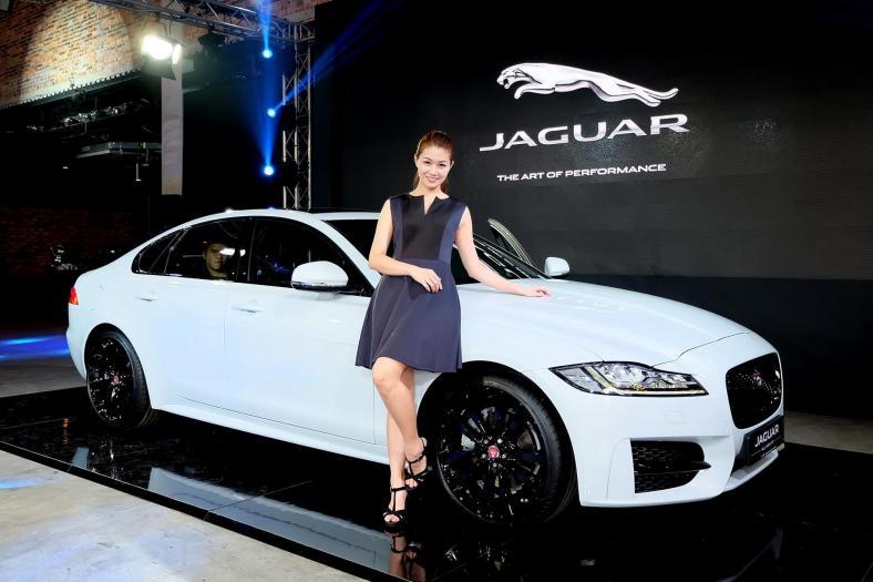 Jaguar XF 2016 (3)