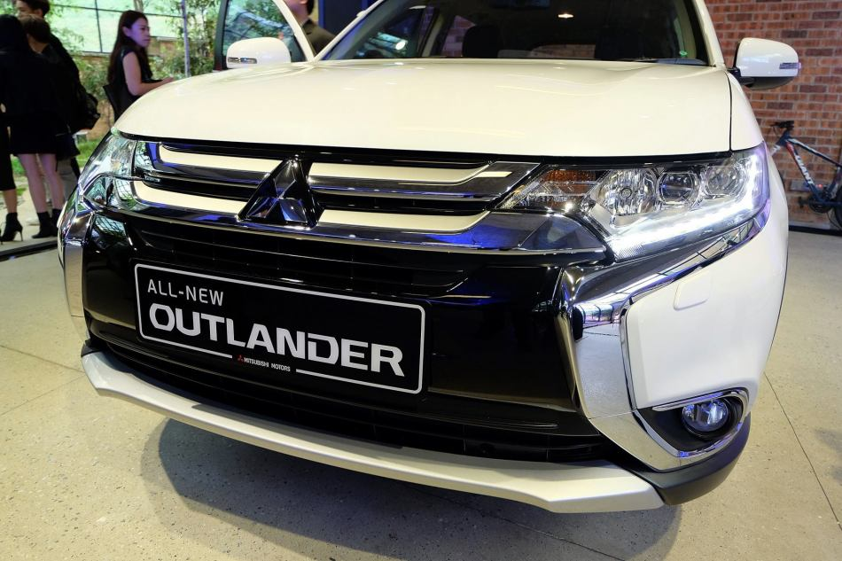 The Outlander SUV comes with the 'Dynamic Shield' front face, a concept in which the dynamic face expresses powerful performance and reassuring sense of protection shared by generations of Mitsubishi vehicles.