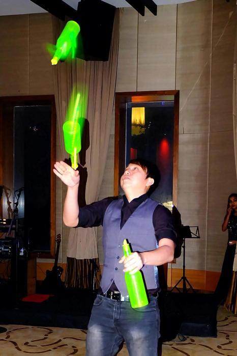 Mixologist David Han showing off his bar flaring skills