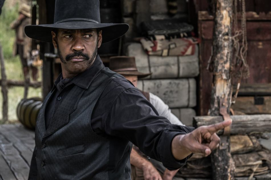 Denzel Washington put in quite a solid performance that's quite expected of an A-lister like him