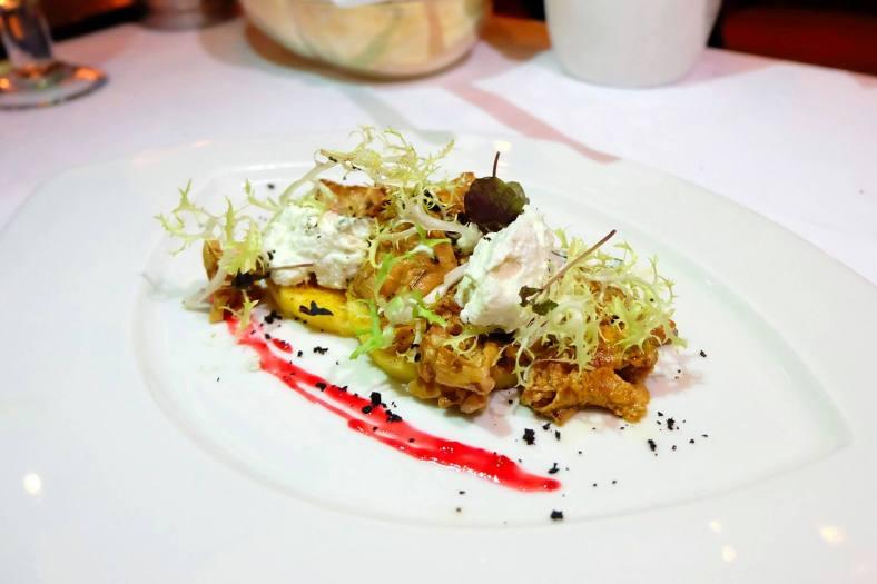Bruschetta di polenta con finferli e ricotta - Rosemary grill polenta bruschetta with sauté chanterelle and ricotta basil mousse - RM62.00