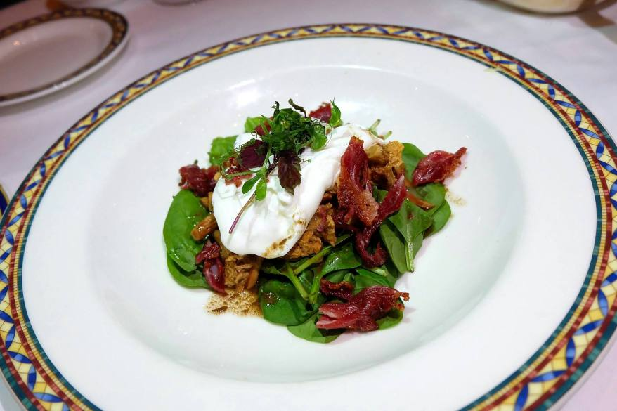 Insalata di spinaci e finferli Baby spinach salad with chanterelle, crispy beef bacon, poached egg and balsamic vinaigrette - RM62.00