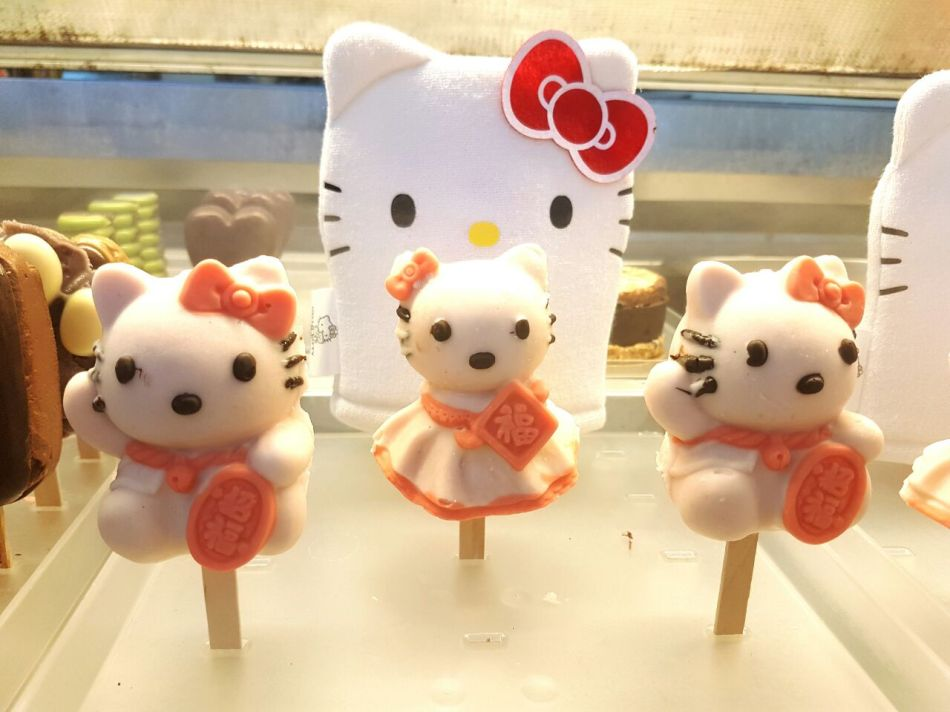 Stick Arts is the official license holder of the World's First 3D flower bouquet Hello Kitty.