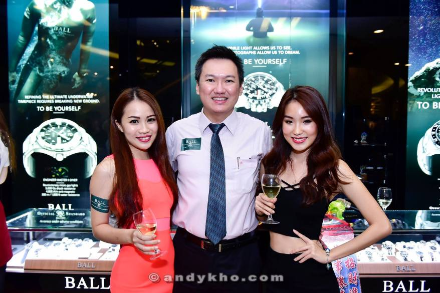 With pretty Miss Malaysia Petite finalists Elaine and Victoria