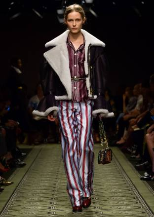 burberry-september-2016-collection-show-11