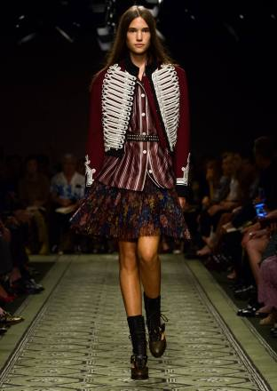 burberry-september-2016-collection-show-19