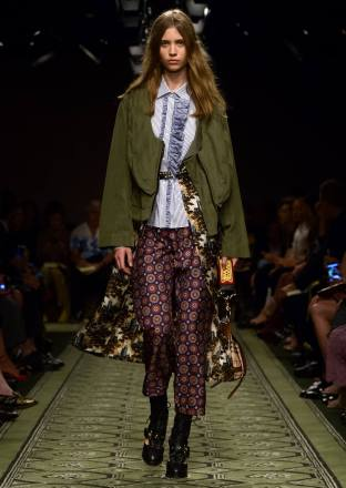 burberry-september-2016-collection-show-32