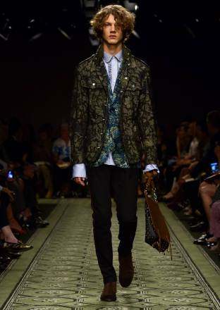 burberry-september-2016-collection-show-35