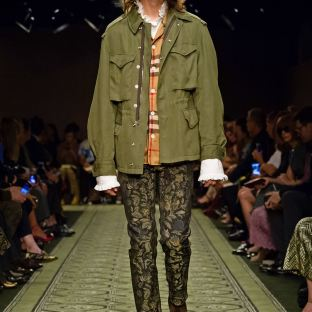 burberry-september-2016-collection-show-37