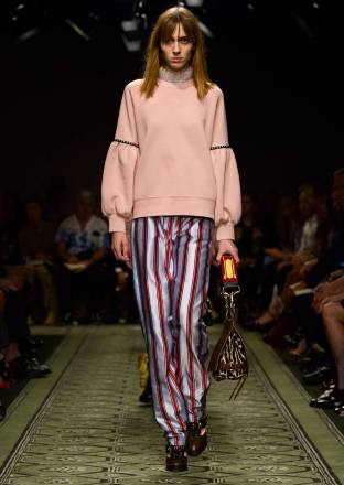 burberry-september-2016-collection-show-43