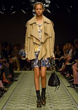 burberry-september-2016-collection-show-51