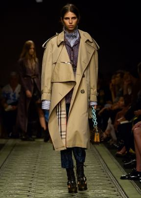 burberry-september-2016-collection-show-56