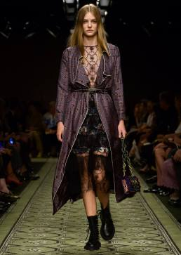 burberry-september-2016-collection-show-57