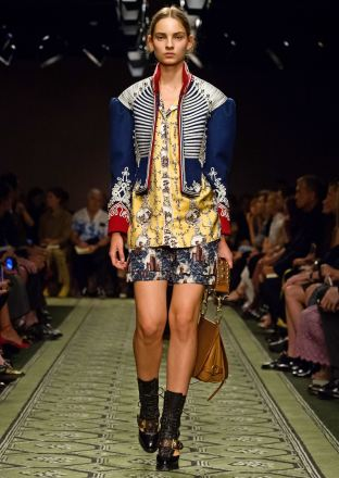 burberry-september-2016-collection-show-62