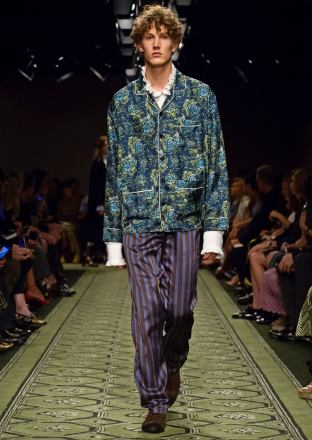 burberry-september-2016-collection-show-65