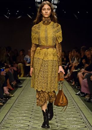 burberry-september-2016-collection-show-76