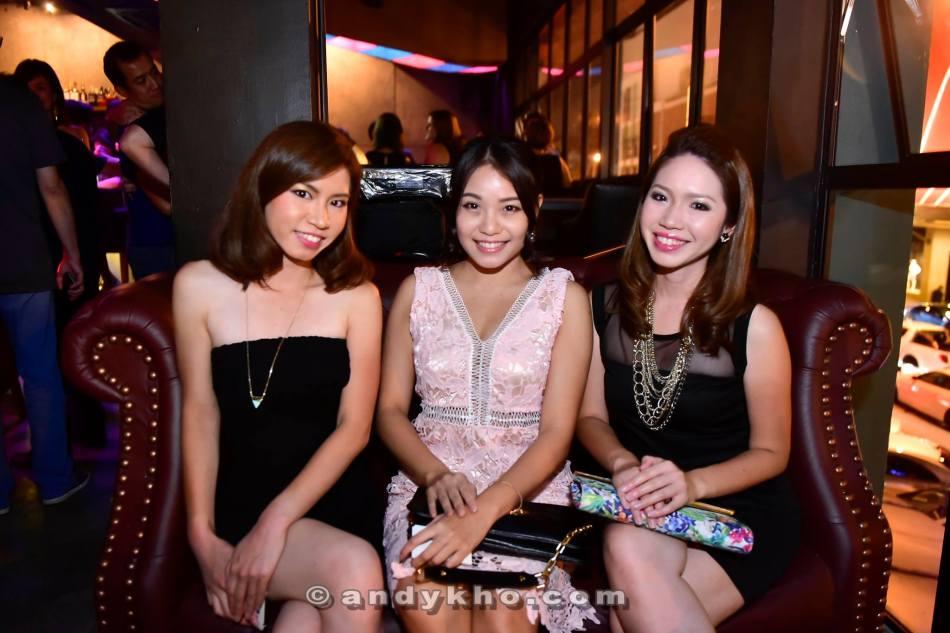 Japanese sisters Emiri and Akari with Nicole