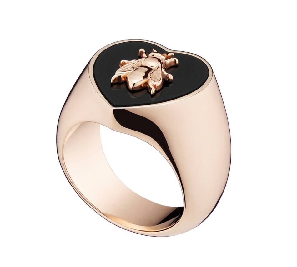 Lucky Dior 'Bee' pattern mini ring in metal with pink gold finish and onyx