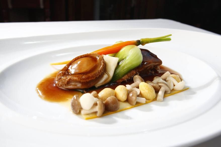 renaissance-hotel-kuala-lumpur-braised-boneless-duck-leg-dried-seafood-and-whole-abalone