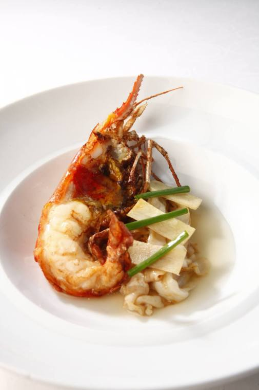 renaissance-hotel-kuala-lumpur-king-prawn-with-ginger-and-scallion-flat-noodles