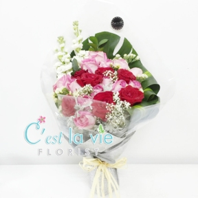 SIDE BOUQUET 2 - Any Additional Rose will be RM 12/each ❤ 3 Stalks -> RM 68 6 Stalks -> RM 118 12 Stalks -> RM 188 18 Stalks -> RM 248 24 Stalks -> RM 298 99 Stalks -> RM 1388