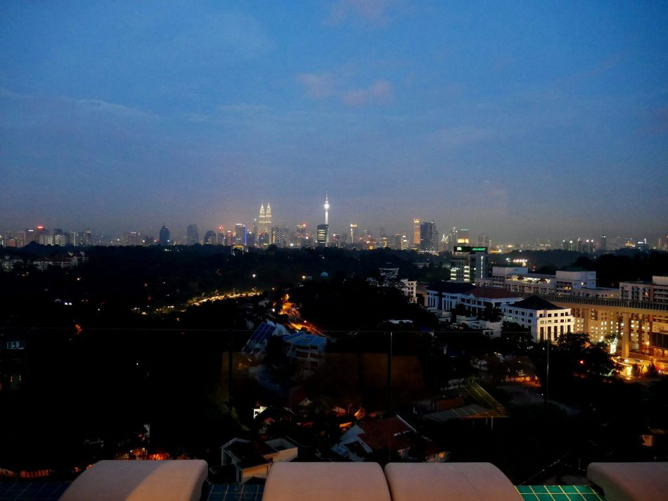 And finally, a handheld night landscape shot from the balcony of BABE in Damansara Heights. It was actually much darker in reality than it looks in the photo (I didn't increase the brightness in post-editing).