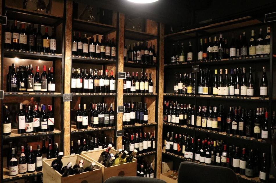 The wine racks has wines and bubbly from the old and new world
