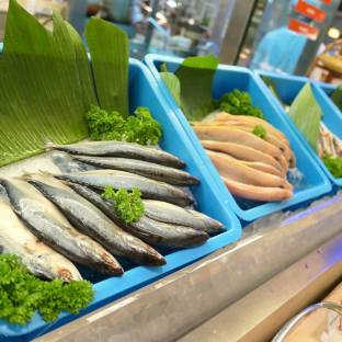 Fresh seafood which the chef will grill for you