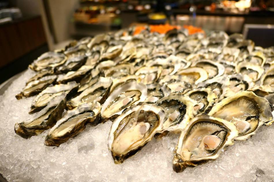 Fresh oysters Lemon Garden Shangri-La Kuala Lumpur