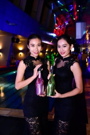 DJ Leng Yein at SkyBar Traders Hotel Kuala Lumpur (3)